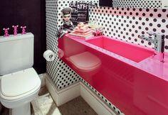Dicas certeiras ajudam a ampliar o espaço da cozinha e do banheiro do seu microapê