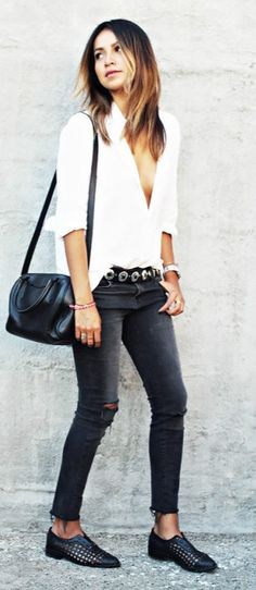 White shirt and skinny black jeans for spring street style. #skinnyjeans