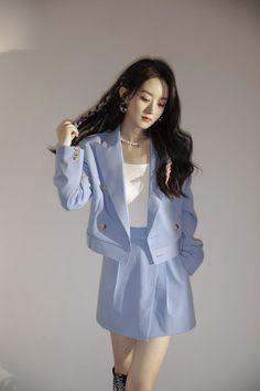 Airport Fashion Kpop, Kpop Fashion Outfits, Girl Outfits, Korean Beauty Girls, Pretty Korean Girls, Cute Skirt Outfits, Cute Skirts, Korean Dress, Korean Outfits