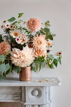 House Flowers 574842339941202587 - Un appartement Ingredients LDN – Lili in wonderland / i cannot get enough of dahlias – this is such a beautiful blush floral arrangement / wedding flowers / bridal bouquet / blush wedding inspiration Source by Beautiful Flower Arrangements, Fresh Flowers, Beautiful Flowers, Summer Flower Arrangements, Large Floral Arrangements, Types Of Flowers, Exotic Flowers, Purple Flowers, Beautiful Pictures