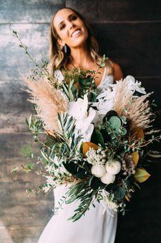 1 Piece Natural Pampas Grass/ Pampas Bundle/Home Decor/ Rustic Winter Wedding Flowers, Floral Wedding, Rustic Wedding, Boho Wedding, Fall Wedding, Wedding Colors, Bride Bouquets, Floral Bouquets, Grass Centerpiece