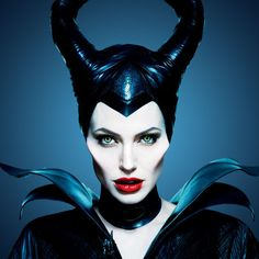 """All fantasy film lovers are excited about the opening of Disney's """"Maleficent"""" starting Angelina Jolie as the Mistress of All Evil. Maleficent Makeup, Maleficent 2014, Angelina Jolie Maleficent, Maleficent Movie, Malificent Costume, Maquillage Halloween, Halloween Makeup, Disney Marvel, Maquillaje Smokey Eyes"""