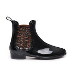 PAINTED BOOTS Women, low boots. Stylized as modern jewelry. Characteristically, rubber vstavky to regulate width. The flat, wide heel is comfortable. Boots are resistant to soaking. Perfect in the rain and mud. Heel: 2.5 cm Shoe height: 14-15 cm (depending on the size) The circumference of the upper rim: 20-22 cm (depending on the size) Material: rubber, textile http://cosmopolitus.eu/product-eng-32771-PAINTED-BOOTS.html #waders #high #rubber #boots #Jodhpur #boots #trendy #matt #lacquered