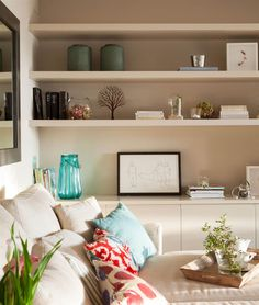 Are you looking to revitalize your household for the new year? Or perhaps you want to invite a couple of positive energy? Then feng shui may be the ideal approach for you. Feng shui is looking into the movement and flow of energy within a space. Feng Shui Your Living Room, Feng Shui Bedroom Tips, How To Feng Shui Your Home, Fen Shui, Feng Shui Items, Feng Shui Design, Feng Shui Colours, Interior Decorating, Interior Design