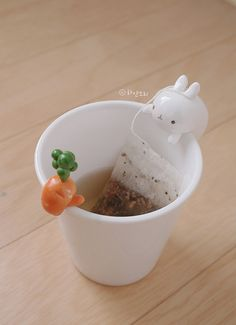 Molang mug - so adorable! I'm not sure how easy it would be to drink out of it though. Molang mug - so adorable! I'm not sure how easy it would be to drink out of it though. Crea Fimo, Fimo Clay, Polymer Clay Projects, Polymer Clay Charms, Clay Crafts, Tea Holder, Bag Holders, Molang, Cute Clay