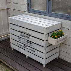 If you have basic carpentry skills and are looking for some affordable DIY ideas to get the creative juices flowing, we think you might like these Wooden Pallet Furniture, Outdoor Furniture Sets, Furniture Plans, Air Conditioner Cover Outdoor, Octagon Picnic Table, Easy Woodworking Projects, Pallet Projects, Diy Projects, Patio Wall
