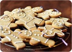 The Gingerbread-males are going! Xmas Food, Foodblogger, Gingerbread Cookies, Holiday Recipes, Waffles, Desserts, Christmas, Ginger Bread, Fangirl