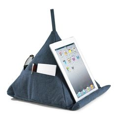 Levenger Canvas Pyramid Pillow for iPad Sewing Hacks, Sewing Crafts, Sewing Projects, Upcycled Crafts, Pillow Storage, Storage Caddy, Dorm Furniture, Book Pillow, Diy Accessoires