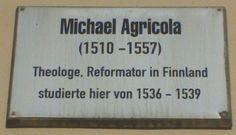 Mikael Agricolan muistolaatta Wittenbergin yliopiston seinällä Saksassa.