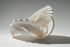 Escultura de papel Geometric Sculpture, Sculpture Art, Paper Sculptures, Abstract Sculpture, Design Creation, Paper Art, Paper Crafts, Paper Folding Art, Art Du Monde