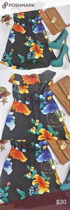 """⚡FLASHSALE⚡⚡White House Black Market Floral  Dress SpringChic 🌸🌷🌷💃💃and classy..doll this yup with some fab heels for a spring party..or pick your fleek..worn a few times but excellent condition .needs a new home Material care..dry cleaning Length """"26"""" Waist """"12"""" with an elastic stretch Armpit to armpit """"12"""" White House Black Market Dresses"""
