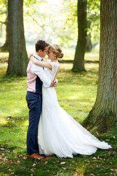 Trouwen bij De Treeswijkhoeve in Waalre – Alternative Weddings Dresses Wedding Poses, Wedding Photoshoot, Wedding Groom, Wedding Couples, Wedding Ideas 2018, Wedding Pictures, Fotografie Hacks, Foto Wedding, Alternative Wedding Dresses