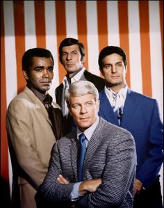 Greg Morris as 'Barney Collier' & Leonard Nimoy as 'Paris' Peter Lupus as 'Willy Armitage' & Peter Graves as & in Mission: Impossible CBS & ABC). These guys were so HOT. Leonard Nimoy, Mission Impossible Tv, Kobra, Kino Film, Old Shows, Great Tv Shows, Vintage Tv, Vintage Fashion, Classic Tv