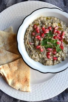 Original Arabic Moutabal (Baba Ganoush), Middle East - Vegan A delicious Arabic Dish topped with pomegranate. Tofu Dishes, Vegan Dishes, Side Dishes, Easy Appetizer Recipes, Easter Recipes, Appetizers, Easter Food, Middle East Food, Recipes