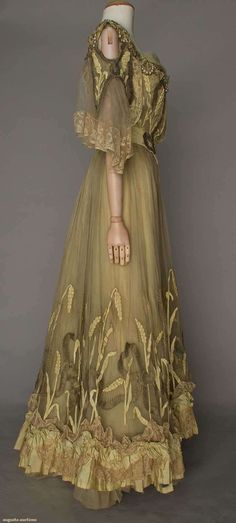 Gown (image 2) | Gustave Beer | France; Paris | 1902 | silk, lace, pearls | Augusta Auctions | April 20, 2016/Lot 214