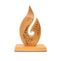 Wood -Rimu carving of the Teardrop with featured paua inlays. This carving is carved from New Zealand New Zealand made.TeardropThe teardrop design represents good energy, reassurance, healing and comforting. Wood Carving Art, Bone Carving, Abstract Sculpture, Wood Sculpture, Maori Tattoo Designs, Thai Tattoo, Maori Tattoos, Tribal Tattoos, Trophies And Medals