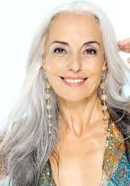 Resultado de imagem para cabelos grisalhos feminino