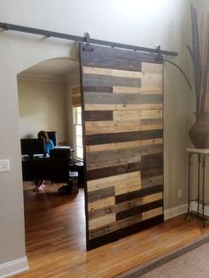 This recycled pallet sliding door uses the natural wood tones to create an eye-catching and modern door ensemble.