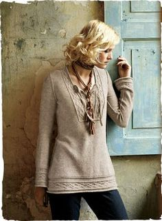 Our bohemian-chic kurta warms up the season in soft woolen royal alpaca. No pattern, just inspiration!