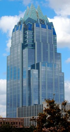 The Frost Bank Tower is a skyscraper in Austin, Texas, United States. Standing 515 feet m) tall with 33 floors, it is the third tallest building in Austin Interesting Buildings, Amazing Buildings, High Rise Building, Futuristic Architecture, Masterplan Architecture, Facade Design, Aesthetic Wallpapers, Building Design, Science And Nature