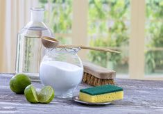 It's that time again: spring cleaning has begun. These 7 natural spring cleaners will leave your home fresh and clean. Diy Glass Cleaning, Oven Cleaning Hacks, Cleaning Recipes, Natural Oven Cleaner, Natural Bathroom Cleaner, Natural Cleaners, Homemade Cleaning Products, Natural Cleaning Products, Pot Pourri