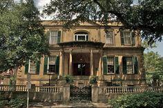 Old Southern Mansion by Sam Brosnan, via Flickr