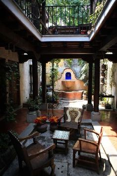 I would love to build a house someday with this kind of courtyard.  A girl can dream!