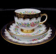 ** Šálek na čaj trio - malovaný porcelán se zlaceným okrajem ♣ Royal Albert **