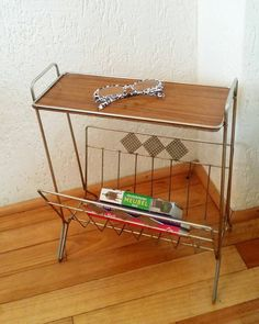 Bekijk dit items in mijn Etsy shop https://www.etsy.com/nl/listing/507159563/mcm-side-table-with-magazine-rack-tomado