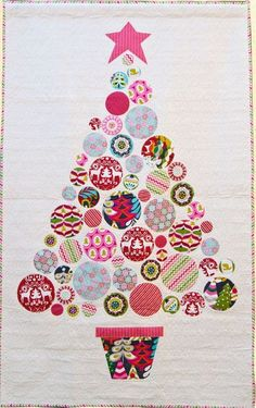 A large Christmas tree hanging - measuring x This is a fresh and modern version using beautiful motif prints. Christmas Tree Quilt Pattern, Christmas Patchwork, Christmas Applique, Christmas Sewing, Christmas Quilting Projects, Circle Quilt Patterns, Circle Quilts, Mini Quilts, Large Christmas Tree