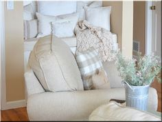 Vintage stílusú lakberendezés Vintage Designs, Bean Bag Chair, Bed Pillows, Pillow Cases, Sweet Home, Shabby Chic, Furniture, Diy, Home Decor