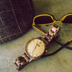 Something beautiful can only be made from something pure! Accessories made of natural wood! The perfect alternative gift for your beloved ones! Handmade Accessories, Women's Accessories, Something Beautiful, Wood Watch, Natural Wood, Alternative, Vintage Fashion, Pure Products, Watches