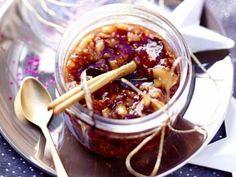 pruneaux, citron, figue, pomme, abricot, raisins secs, amande, cerneau de noix, sucre roux, cannelle, orange, datte, poire