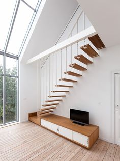 A unique staircase with stretched and graphic lines. The staircase from Jo-a offer an added value to the rooms they are in. Modern Stair Railing, Stair Handrail, Modern Stairs, Loft Staircase, Staircase Design, Basement House, House Stairs, Stairs Architecture, Interior Architecture