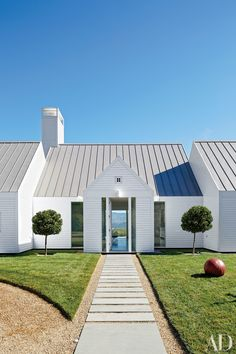 Do You Want Modern Farmhouse Style In Your Exterior? If you need inspiration for the best modern farmhouse exterior design ideas. enjoy it. Contemporary Architecture, Architecture Details, Landscape Architecture, Modern Contemporary, Farmhouse Architecture, Pavilion Architecture, Contemporary Cottage, Minimalist Architecture, Contemporary Kitchens