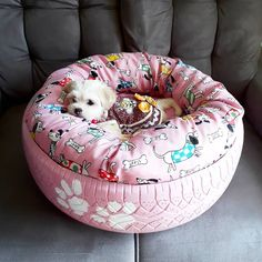 Dog bed: 45 models of handmade and cheap walking (step by step) Tire Craft, Tyres Recycle, Diy Dog Bed, Old Tires, Pet Furniture, Pet Beds, Dog Houses, Diy Stuffed Animals, Dog Accessories