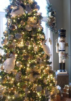 Click Pic - 30 Christmas Tree Decorating Ideas - White and Gold Christmas Tree - DIY Christmas Decorations