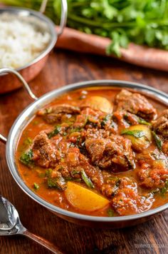 Enjoy a fakeaway night, with this delicious and Syn Free Beef and Potato Curry, leaving you plenty of syns to enjoy a couple of poppadums. Gotta love a good ole simple curry and this one Curry Recipes, Beef Recipes, Cooking Recipes, Healthy Recipes, Beef Meals, Potato Recipes, Chicken Recipes, Caramel Recipes, Batch Cooking