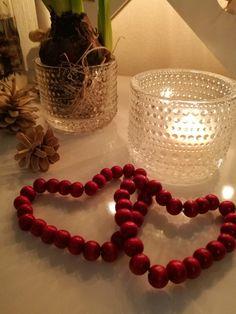 Jouluiset sydämet punaisista helmistä