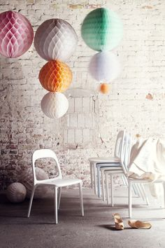 Honeycomb balls #pompon van: http://www.dotcomsformoms.com/susanna-ventos-interior-and-party-styling#edit-community-tags-form