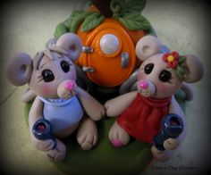 *POLYMER CLAY ~ Wedding Cake Topper, Mice and a Pumpkin Carriage, Polymer Clay Customized Wedding or Anniversary Keepsake, Mouse.