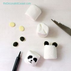 just for idea - draw on marshmallows with a food marker Panda bear crazy! How to make PANDA MARSHMALLOWS and 29 other panda treats and crafts, in honor of the pandas at the National Zoo. Panda Themed Party, Panda Birthday Party, Panda Party, 10th Birthday Parties, Bear Party, Baby Birthday, Marshmallows, Bolo Panda, Panda Food