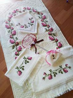 Cross Stitch Bird, Prayer Rug, Embroidery Designs, Decorative Boxes, Blanket, Handmade, Bathrooms, Napkins, Table Settings