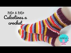 Crochet Koozie - Tutorial Calcetines a crochetCrochet Zig Zag - Free Crochet Border Tutorial: Shell Edging Stitch with Beads Calcetines con ochos y con dos agujas//Socks with cables and two needles Crochet Zig Zag, Crochet Socks Pattern, Crochet Shoes, Crochet Slippers, Crochet Stitches, Baby Blanket Crochet, Crochet Baby, Knit Crochet, Crochet Flor