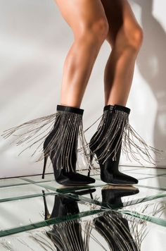 It's time to get to know the latest Fall Fashion Trends when it comes to boots! Come discover the most stylish options to kill this season. High Heel Boots, Heeled Boots, Shoe Boots, High Heels, Flat Boots, Zebra Heels, Black Stiletto Heels, Glitter Heels, Studded Combat Boots