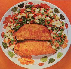 Valle d'Aosta - Petti di Pollo alla Valdostana - Ing.: petti di pollo, prosciutto, fontina, uova, sale, pepe, pangrattato, burro, olio - Prep.:  Appiattire i petti di pollo, adagiare sopra a ciascuno una fetta di prosciutto e una di fontina. Ripiegare ... a portafoglio....  e passarli poi nel pangrattato .... Mettere al fuoco una grossa noce di burro con qualche cucchiaiata di olio; appena sarà caldo, immergervi i petti e farli cuocere, a fuoco moderato. ... Tratto da I Mille Menu, anno 1972