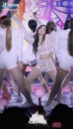 Black Pink Rose, Black Pink Songs, Black Pink Kpop, Jen Videos, Dance Videos, Blackpink Video, Foto E Video, Blackpink Fashion, Korean Fashion