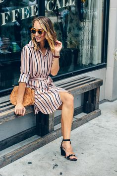 One piece work outfits? I'm loving this long sleeve stripe shirtdress from Ann Taylor. The colors are perfect for fall! Simple Outfits, Cool Outfits, Chicago Style, Striped Shirt Dress, Style Blog, My Style, Portrait Shots, Lifestyle Photography, Everyday Outfits