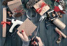 12 DIY Handmade Tutorials for a Thrifty Christmas // Diy Presents, Diy Gifts, Handmade Gifts, Diy Christmas Gifts, Handmade Christmas, Christmas Decorations, Creative Skills, Craft Tutorials, Diy Art