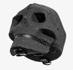 """¿Recordáis la genial""""skull bag"""" deAitor Throup? Pues ahora ha vuelto con su nueva colección de ropa y complementos. Como siempre muy especial, muy suya y muy bestia.                       — Aitor Throup   Aitor …"""